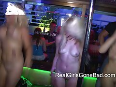 گزیده ای از صحنه های سکس از یک فیلم با کلیپ سکس لری مشاهیر بالغ