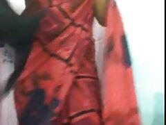 دختر داغ الاغ خود را زیر فیلم سوپرکیر یک خروس غول پیکر قرار داد