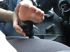 یک دانش آموز با سینه های کوچک ارگاسم به یک عوضی دانلود کلیپ سکسس جوان می بخشد